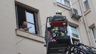Beyoğlu'nda bir garip olay: Kendini eve kilitleyip cama çıktı