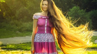 Rus kadın saçlarını 13 yıldır kestirmiyor
