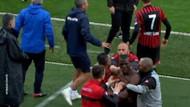Gençlerbirliği futbolcuları, formasını çıkaran Pogba'ya saldırdı