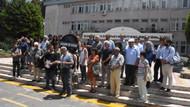 Açığa alınan akademisyenlerden siyah çelenkli protesto