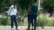 Genç kızı taciz eden sapığı pantolonundan çıkardığı kemerle uzaklaştırdı