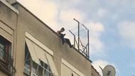 Çatıda müzik dinleyen genç polisi alarma geçirdi