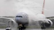 Korku dolu anlar! Motoruna kuş çarpan uçak İstanbul'a döndü