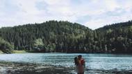 Nicklas Bendtner ve sevgilisi çırılçıplak denize girdi!