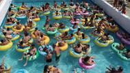 Sıcaktan bunalan tatilcilerin sulu eğlencesi