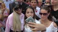 Paris Hilton'dan Adriana Lima ve Metin Hara yorumu