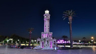 Alzheimer Günü'nde Saat Kulesi mor renkle ışıklandırıldı