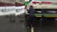 Öfkeli Rus sürücü çekiciye yüklenen arabasını böyle kaçırdı