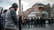Ayasofya'da Bale paylaşımını namaz kılarak protesto ettiler