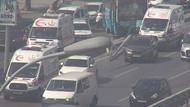 İstanbul'da özel halk otobüsü kaldırıma çıktı: Yaralılar var