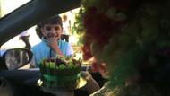 Cam silen 11 yaşındaki çocuğa sürpriz doğumgünü kutlaması