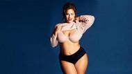 Ashley Graham büyük göğüslere sahip olmanın sırrını paylaştı