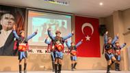 Kadıköylü öğrenciler Cumhuriyet Bayramını zeybek ve vals yaparak kutladı