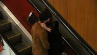 Survivor Murat Ceylan sevgilisiyle yürüyen merdivenlerde öpüşürken görüntülendi