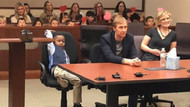 5 yaşındaki Michael'ın evlatlık verilme oturumuna sınıf arkadaşları da katıldı