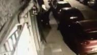 Sokak ortasında köpeğe taciz etti mahalleli tarafından tekme tokat dövüldü