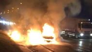 Hadımköy TEM Otoyolunda otomobil alev alev yandı