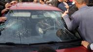 Öğrencileri taciz ettiği ileri sürülen kişiyi, öfkeli kalabalığın elinden polis kurtardı
