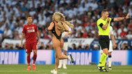 Finalde sahaya mayoyla giren kadının niyeti anlaşıldı
