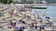 Marmaris'te sıcaktan bunalanlar plaj ve su parklarına akın etti