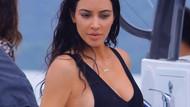 Kim Kardashian tekne tatilinde nefesleri kesti!