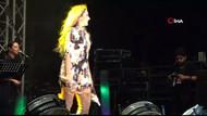 Hadise'nin frikik korkusu: Mini elbiseyle sahneye çıkınca