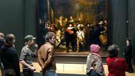 Rembrandt'ın Gece Devriyesi resminin restorasyonu halka açık yapılıyor