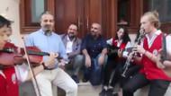 Akif Beki'den dikkat çeken Çav Bella performansı