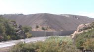 Foça'da cüruf tepeleri insan sağlığını tehdit ediyor