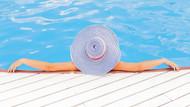 Barcelona'da kadınların üstsüz yüzmesine izin çıktı