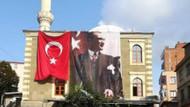 Camiye Atatürk posteri astı, Müftülükten anında telefon geldi