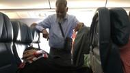 Eşi koltukta uyuyabilsin diye 6 saatlik uçuş boyunca ayakta durdu