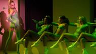 Rihanna'dan New York Moda Haftası'nda iç çamaşırı defilesi