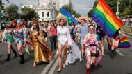 Akit yazarından FETÖ çıkışı: Bir bakmışsın LGBT eylemlerinde boy gösteriyor