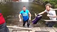 Türkü söylerken ahşap platform kırılınca göle düştüler