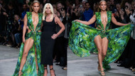Jennifer Lopez akıllara kazınan seksi elbisesi ile podyuma çıktı