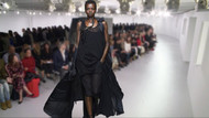 Paris Moda Haftasına transparan modeller damga vurdu