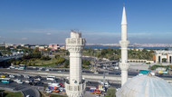 Yılmaz Özdil: 17 Ağustos'ta camiler ayakta kalmıştı, bu depremde minareler yıkıldı