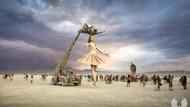 Burning Man 2019'dan eğlenceli kareler ve çılgın kostümler