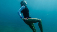 Gökçe Bahadır'ın ilk dalış deneyimi: Bacakları tartışma yarattı
