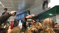 Can Yaman İtalya'da: Hayranları havalimanına akın etti