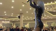 Selin Ciğerci konserinde derin yırtmaçlı elbisesiyle olay yarattı!