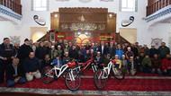AKP'li başkandan camide bisiklet şovu