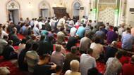 Koronavirüs tehlikesiyle camiye giden vatandaşlar: Allah'ın evinde virüs bulaşmaz