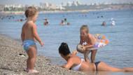 Antalya hala yanıyor! Turistler sahile indi...