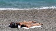 Bikiniyi giyen sahile koştu