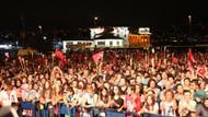 Beşiktaş'ta Zafer Bayramı coşkusu gece de sürdü