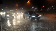 Sağanak yağış trafiği felç etti