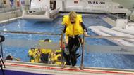 Hostes adaylarına soğuk havuzda zorlu eğitim