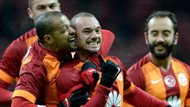 Melo sevinçten Sneijder'i ısırdı